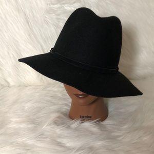 Boho chic hat with braided velvet band